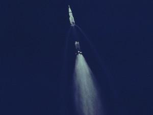 Separación de la primera etapa del Saturno V (Wikipedia)