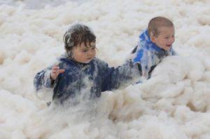 Niños en Espuma Day